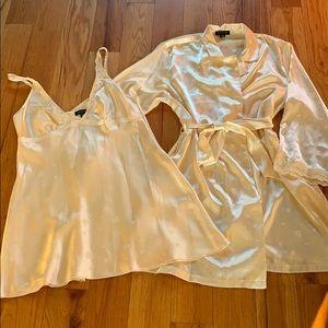 Jones New York Satin Gown & Robe Set